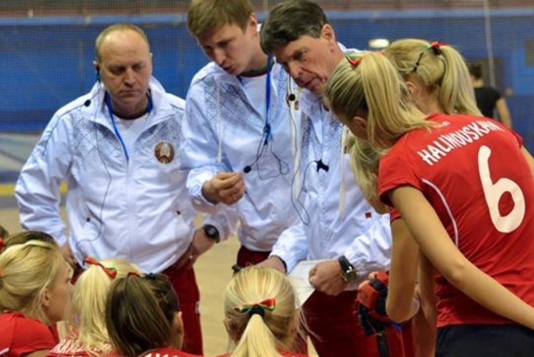 /wireless-communication-system-coach-hockey-herman-kruis-axiwi
